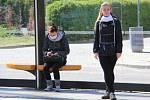 Dívky s rouškami v Drážďanech