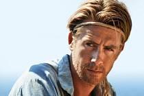 KON-TIKI. Jedním ze zahajovacích filmů je dnes večer norské drama o slavném cestovateli Thoru Heyerdahlovi (na snímku Gustaf Skårsgard).