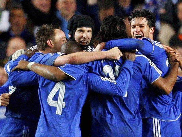 Radost hráčů Chelsea. Zleva Terry, Makelele, Čech, Drogba a Balack.