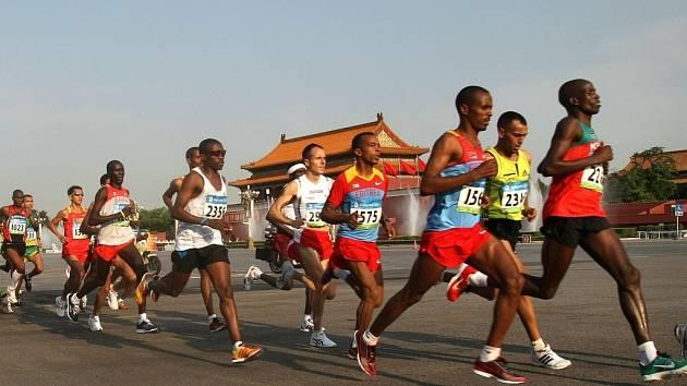 Vítězem olympijského maratonu se stal Keňan Wansiru.