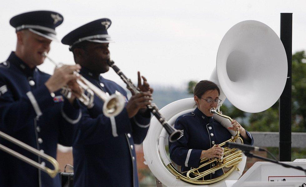 Vystoupení kapely amerického letectva Wings of Dixie v rámci oslavy Dne ozbrojených sil proběhlo 28. června na Pražském hradě na Plečnikově vyhlídce.