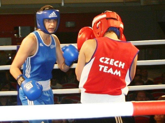 Martina Schmoranzová (v modrém)