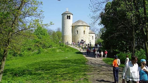 Památná hora Říp patří mezi nejvýznamnější místa české národní historie. Vztahuje se k ní pověst o příchodu Čechů do země.
