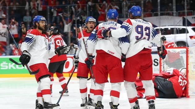 Radost českých hokejistů na mistrovství světa.