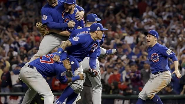 Baseballisté Chicaga Cubs se radují z triumfu ve Světové sérii MLB.