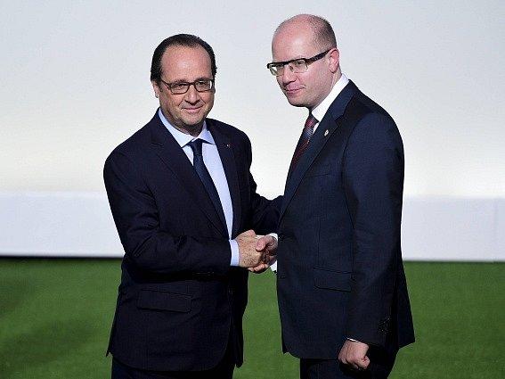 Bohuslav Sobotka v Paříži s francouzským prezidentem Francoisem Hollandem.