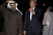 Princ ze Spojených arabských emirátů Muhammad bin Zajd Nahaján a šéf diplomacie USA John Kerry.