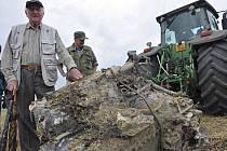 Pracovníci Moravského zemského muzea vykopali 6. srpna u Telnici na Brněnsku motor německé stíhačky Messerschmidt 109 z druhé světové války. Letoun byla sestřelen 15. dubna 1945.
