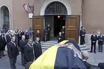V rakouské metropoli Vídni se dnes koná slavnostní pohřeb Otty von Habsburga, prvorozeného syna posledního rakouského císaře Karla I. a tím i formálního následníka všech trůnů, jichž byli Habsburci po první světové válce zbaveni.