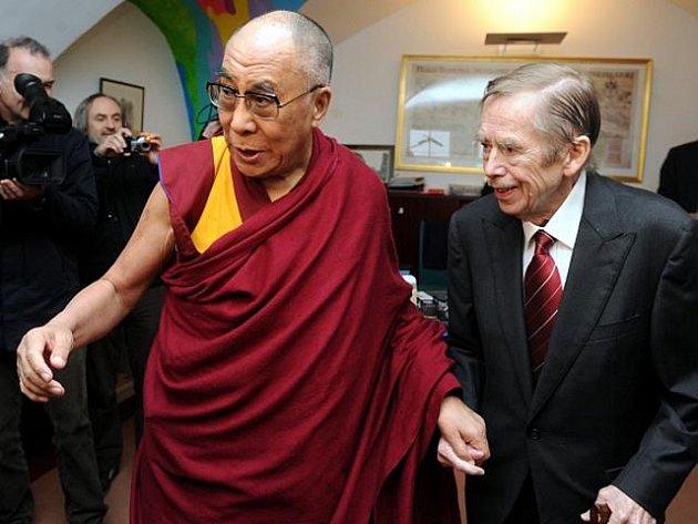 Tibetský duchovní vůdce dalajlama se setkal v sobotu 10. prosince v Praze 2011 s exprezidentem Václavem Havlem.