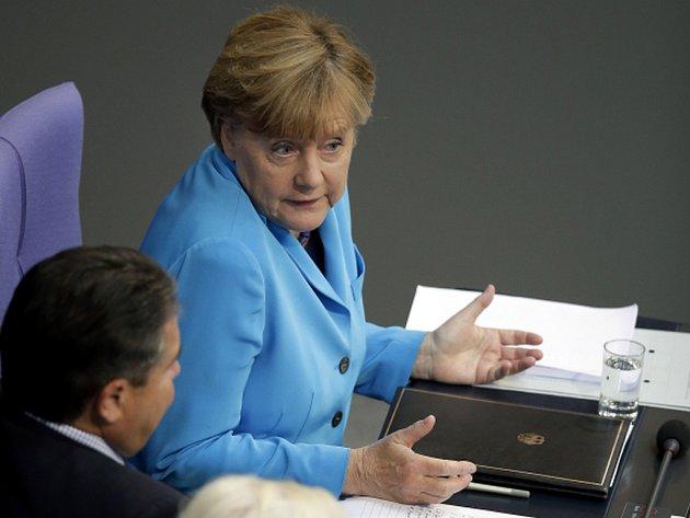 Migranti, kteří nejsou ve svých vlastech pronásledováni a kteří přicházejí čistě z hospodářských důvodů, nebudou moci v Německu zůstat. V německém parlamentu to prohlásila kancléřka Angela Merkelová.