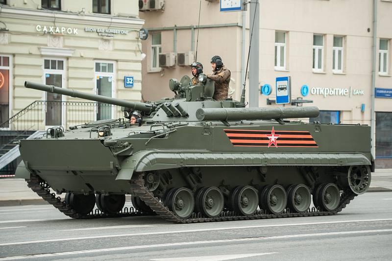 Bojové vozidlo pěchoty BMP-3 bylo vyvinuto už v 80. letech. Má automatický obranný systém vyhledávání a ničení protitankových řízených střel, je možno ho vybavit reaktivním pancéřováním. Nejvyšší rychlost je 10 km/h.