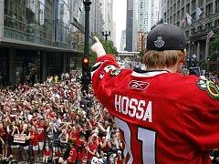 Marian Hossa se napotřetí dočkal vytouženého Stanley Cupu. Fanoušci Chicaga ho oslavovali jako boha.