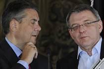 Lubomír Zaorálek (vpravo) a německý ministr zahraničí Sigmar Gabriel.