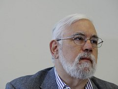 Americký profesor Theodore Postol na tiskové konference Greenpeace v Praze.