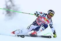 Slovenský lyžař Martin Bendik na trati v Kitzbühelu.
