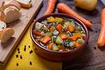Na stole by se hojně měla objevovat zelenina plná vitaminů, která pomůže při prevenci nachlazení nebo chřipky.