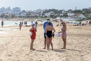 """Německé ministerstvo zahraničí vydalo varování před """"zbytečným cestováním"""" do Katalánska, Navarry a Aragonie """"kvůli vysokému počtu infekcí""""."""