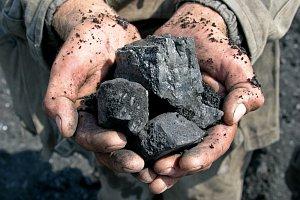 Domácnosti čelí dalšímu problému: Citelně zdražovat začalo také uhlí