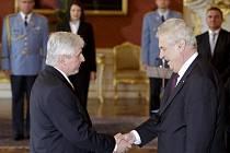 Prezident Miloš Zeman jmenoval 25. června novým premiérem Jiřího Rusnoka.
