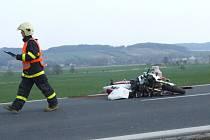 Letošní velikonoční víkend se zapsal do statistik smrtelných dopravních nehod velmi tragicky. Jen za sobotu a neděli zemřelo na silnicích osm lidí, tedy stejně jako za celé loňské Velikonoce. Minimálně další čtyři životy zhasly v pondělí.