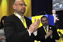 Volební sjezd KDU-ČSL 23. května v Kongresovém centru ve Zlíně. Místopředseda strany Jan Bartošek (vlevo) a ministr zemědělství Marian Jurečka.