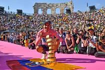 Richard Carapaz vyhrál Giro d'Italia a stal se prvním ekvádorským vítězem jedné z cyklistických Grand Tour.