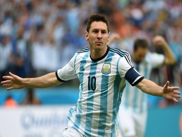 Fotbalový mág Lionel Messi se raduje z gólu proti Nigérii.