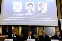 Nobelovu cenu za fyziku získali Japonci Isamu Akasaki, Hiroši Amano a Šudži Nakamura.