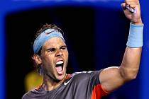 Vítězné gesto. Rafael Nadal nedal v semifinále Australian Open Rogeru Federerovi šanci.