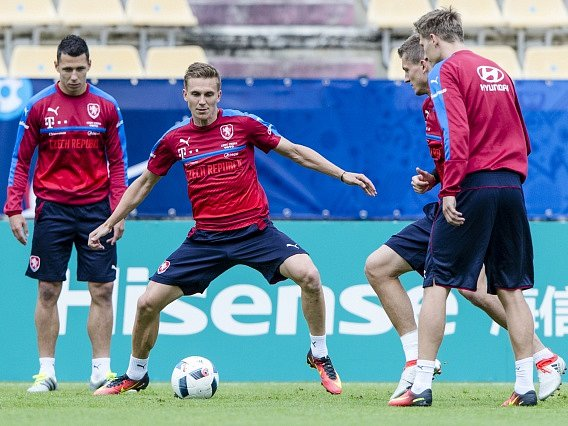 Na snímku jsou (zleva) Marek Suchý, Bořek Dočkal, Tomáš Necid a Milan Škoda.