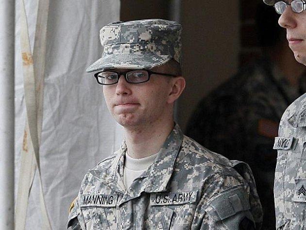 Americký vojín Bradley Manning.