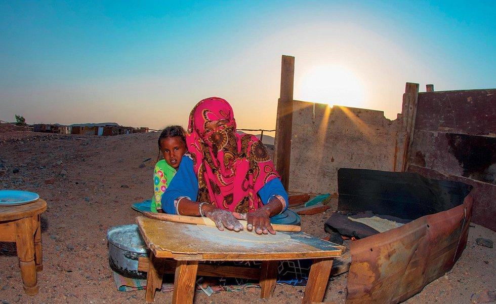 Ženy v Egyptě, hlavně ty, které žijí na vesnicích a beduínské ženy, nechodí v naprosté většině do zaměstnání – starají se o děti a manžela.