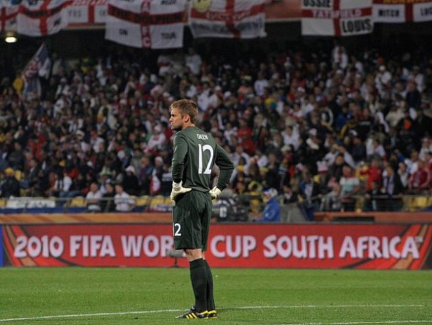 Anglický gólman Robert Green si užil z ostudy kabát.