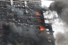 Požár výškové budovy v Číně
