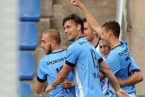 Fotbalisté Mladé Boleslavi se radují z gólu proti Brnu.