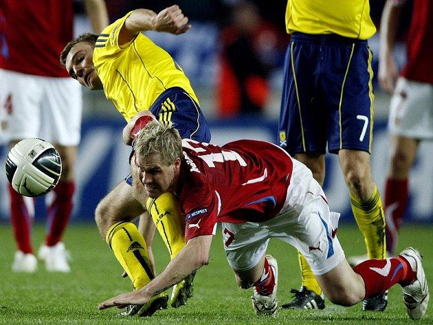 Tomáš Hübschman (v červeném) neustál souboj se Skotem Jamesem Morrisonem.