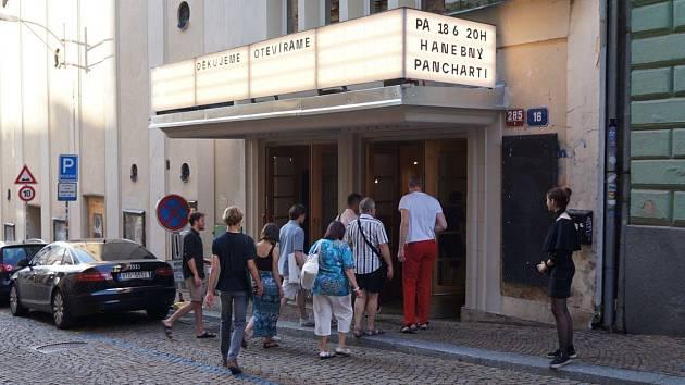 Kino Varšava je posledním kamenným kinem v Liberci