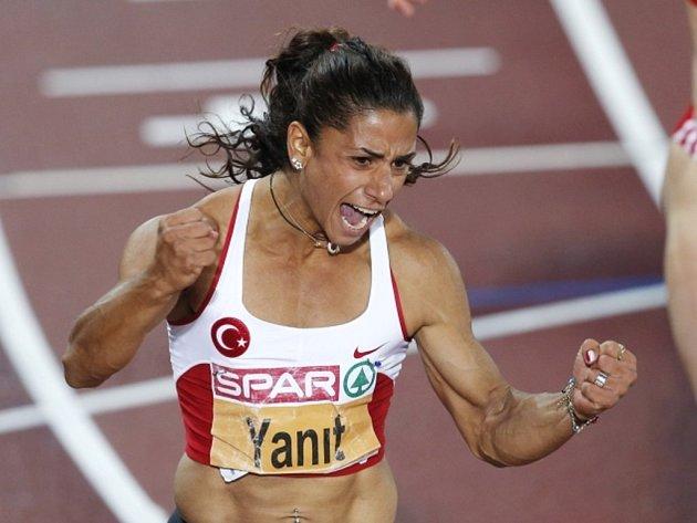 Dvojnásobná mistryně Evropy v běhu na 100 metrů překážek Nevin Yanitová.