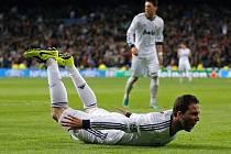 Gonzalo Higuaín z Realu Madrid střílí gól.