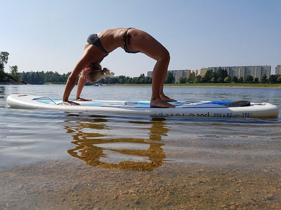 Hedvika Mikešová dělá na paddleboardu divy