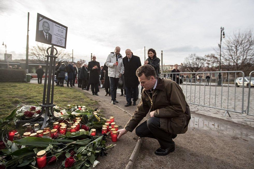 Hosté přicházeli 3. února k pražskému Rudolfinu na pietní shromáždění k uctění památky zesnulého předsedy Senátu Jaroslava Kubery. Tomáš Czernin