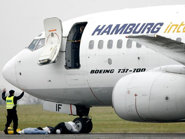 Simulovaný únos letadla Boeing 737-700 teroristy byl tématem mezinárodního bezpečnostního cvičení JERE 2007, které se uskutečnilo 24. října na pražském letišti Ruzyně.