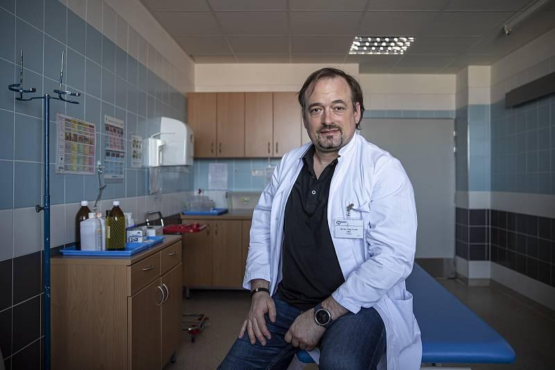 Nemocnice Sokolov při boji proti pandemii v době koronaviru 24. února v Sokolově. Primář Filip Veselý.