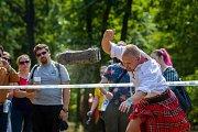 Skotské hry, osmnáctý ročník akce, kde nechybí tradiční skotská hudba, ukázky letu cvičených dravých ptáků ani těžkoatletické soutěže jako je hod závažím do dálky, hod kládou nebo vrh kamenem, se konaly 18. srpna v parku zámku Sychrov na Liberecku.