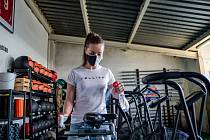 Přípravy na otevření fitness centra v Ostravě.