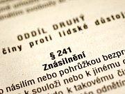 Pražská třída patří k nejrušnějším ulicím v Českých Budějovicích. Přesto kousek od této tepny byla před dvěma týdny znásilněna žena.