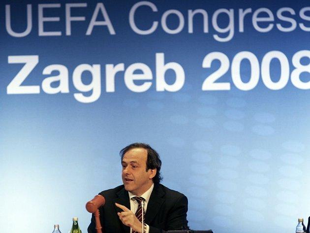 Prezident UEFA Michel Platini na kongresu v Záhřebu.
