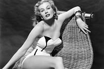 Legendární švédská herečka Anita Ekbergová, kterou učinil nesmrtelnou film režiséra Federika Felliniho Sladký život, zemřela ve věku 83 let v nemocnici Rocca di Papa u Říma, kde byla hospitalizovaná.