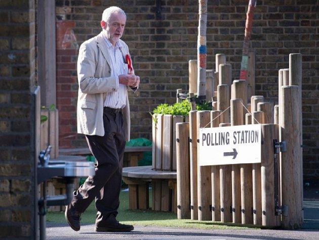 Britští voliči dnes rozhodují o složení rad ve městech a hrabstvích v Anglii, přičemž největší pozornost budí volba starosty Londýna, v jehož čele by poprvé mohl stanout muslim. Ilustrační foto.